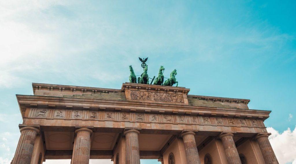 bilde av Brandenburger Tor fra froskeperspektiv