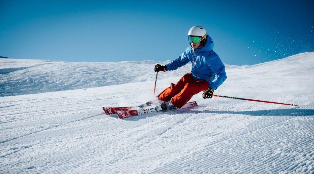 Gutt som kjører ski i Hemsedal