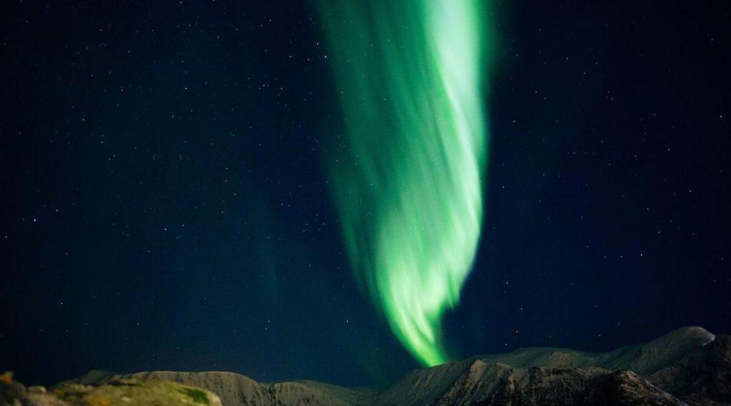 Stjernehimmel og nordlys